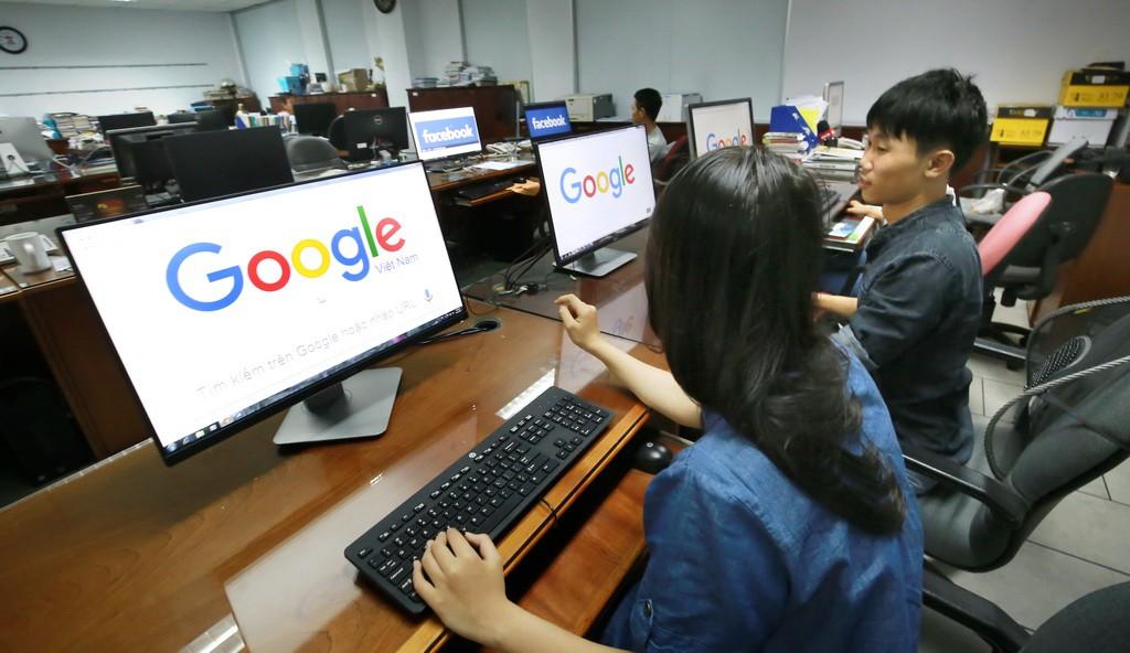Tìm kiếm thông tin trường cấp 3 trên internet rất hữu ích với thí sinh