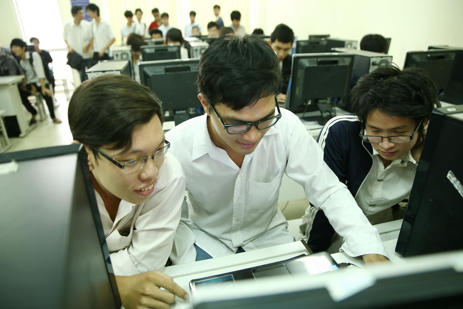 Thí sinh có thể tìm kiếm thông tin tuyển sinh thông qua website chính thức bách khoa hà nội