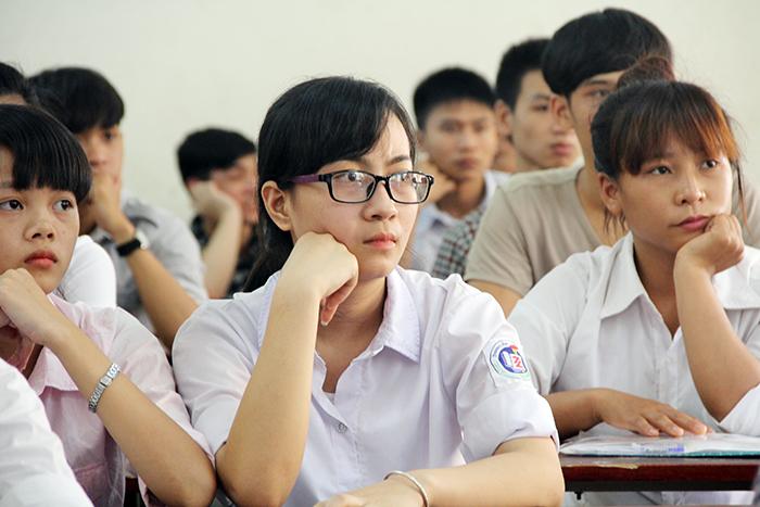 Nhiều thí sinh lo lắng khi nộp hồ sơ tuyển sinh vào các trường quân đội