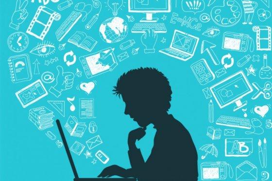 Internet là công cụ hữu ích, dễ dàng truy cập tìm kiếm thông tin tuyển sinh quân đội