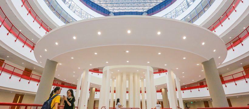 Tòa nhà thế kỷ của Đại Học Kinh Tế Quốc Dân