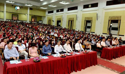 Toàn Cảnh hội trường A trong Ngày hội tư vấn tuyển sinh của Đại Học Kinh Tế Quốc Dân