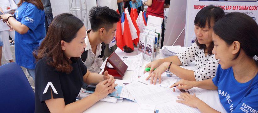 Nên tham gia hội thảo tư vấn tuyển sinh để biết cách điền thông tin và được giải đáp thắc mắc