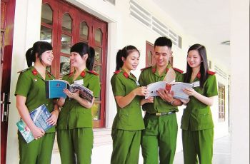 Cử nhân đại học của các trường khác vẫn có cơ hội xét tuyển