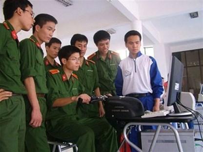 Thí sinh đăng kí sơ tuyển thi quân sự